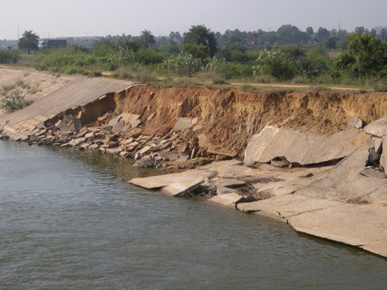 Flood damage to the embankment of the River Adyar